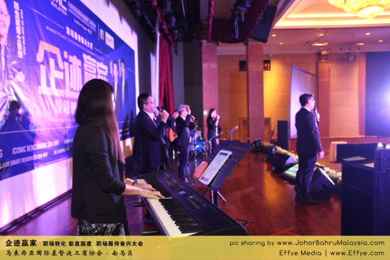 企迹赢家 职场转化 彰显国度 职场服侍奋兴大会 CBMC Malaysia Christian Business and Marketplace Cennection 马来西亚国际基督徒工商协会 唱诗歌 Group Photo at Johor Bahru Malaysia A03
