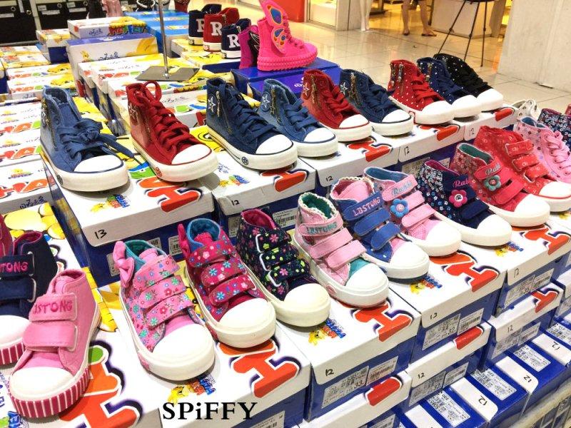spiffy-shoes-flash-sales-at-johor-bahru-malaysia-nov-2016-men-shoes-girl-shoes-children-shoes-high-heels-wedges-%e6%9f%94%e4%bd%9b%e6%96%b0%e5%b1%b1%e5%8c%baspiffy%e9%9e%8b%e5%ad%90%e9%97%aa%e7%94%b5