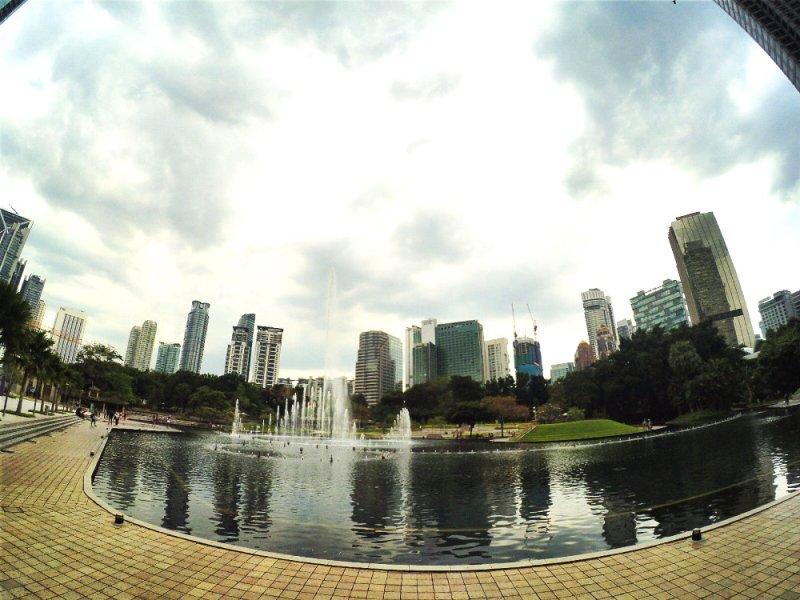 klcc-menara-kembar-kuala-lumpur-malaysia-raymond-ong-and-effye-ang-effye-media-online-advertising-website-development-education-online-media-creation-photography-%e9%a9%ac%e6%9d%a5%e8%a5%bf%e4%ba%9a