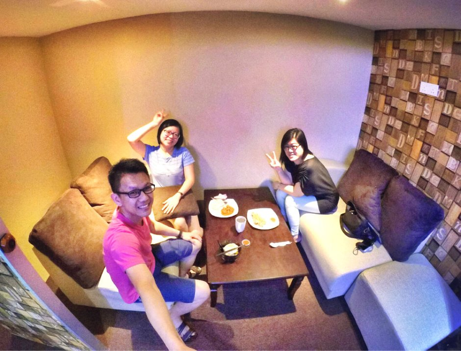 raymond-ong-and-effye-ang-having-lunch-with-fanny-hau-at-batu-pahat-%e5%b9%95%e5%90%8e%e4%ba%ba%e9%a4%90%e5%8e%85-effye-media-batu-pahat-online-advertising-web-development-media-education-a01