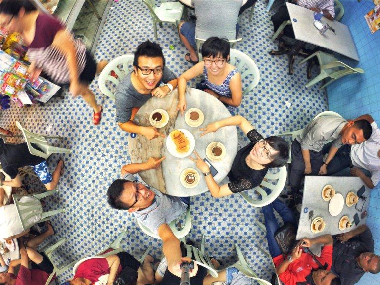 chinese-new-year-2017-friends-gathering-at-batu-pahat-han-kee-bakery-bakery-cake-house-with-raymond-ong-effye-ang-keith-kuang-hui-san-effye-media-online-advertising-batu-pahat-johor-malaysia-a01