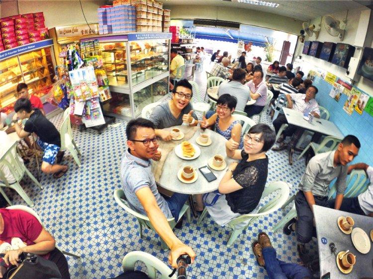chinese-new-year-2017-friends-gathering-at-batu-pahat-han-kee-bakery-bakery-cake-house-with-raymond-ong-effye-ang-keith-kuang-hui-san-effye-media-online-advertising-batu-pahat-johor-malaysia-a05