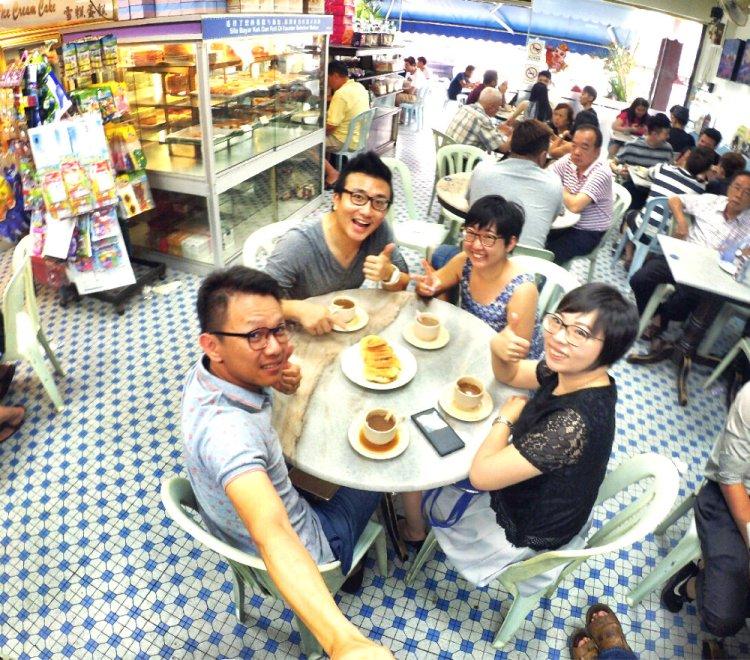 chinese-new-year-2017-friends-gathering-at-batu-pahat-han-kee-bakery-bakery-cake-house-with-raymond-ong-effye-ang-keith-kuang-hui-san-effye-media-online-advertising-batu-pahat-johor-malaysia-a06