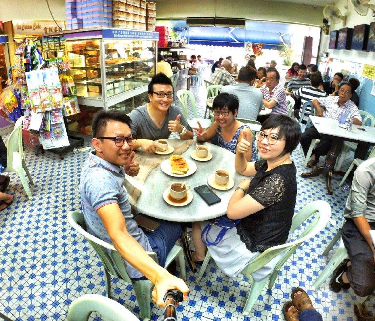 chinese-new-year-2017-friends-gathering-at-batu-pahat-han-kee-bakery-bakery-cake-house-with-raymond-ong-effye-ang-keith-kuang-hui-san-effye-media-online-advertising-batu-pahat-johor-malaysia-a07