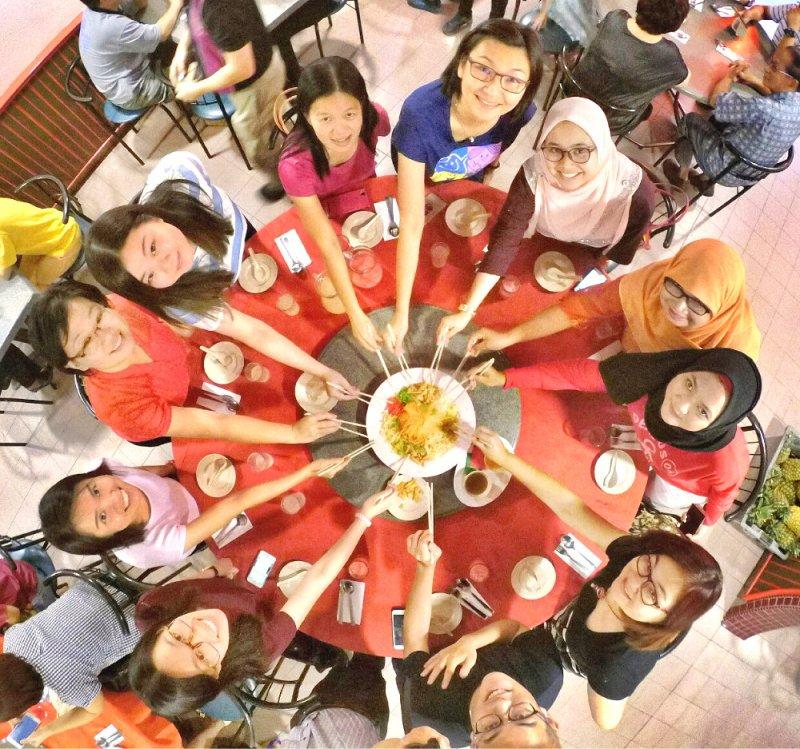 chinese-new-year-2017-malaysia-johor-batu-pahat-family-care-dental-surgery-dental-care-new-year-startup-dinner-at-daddy-village-raymond-ong-effye-ang-effye-media-online-advertising-web-dev-a01
