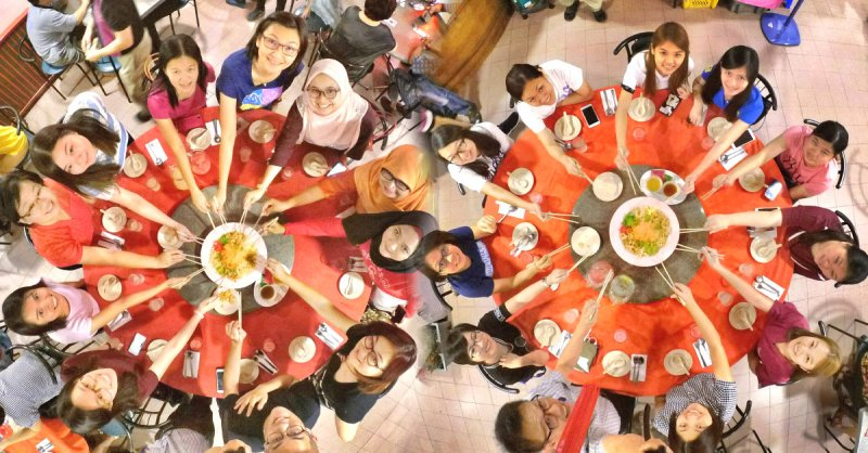 chinese-new-year-2017-malaysia-johor-batu-pahat-family-care-dental-surgery-dental-care-new-year-startup-dinner-at-daddy-village-raymond-ong-effye-ang-effye-media-online-advertising-web-dev-a00