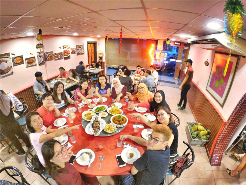 chinese-new-year-2017-malaysia-johor-batu-pahat-family-care-dental-surgery-dental-care-new-year-startup-dinner-at-daddy-village-raymond-ong-effye-ang-effye-media-online-advertising-web-dev-a03