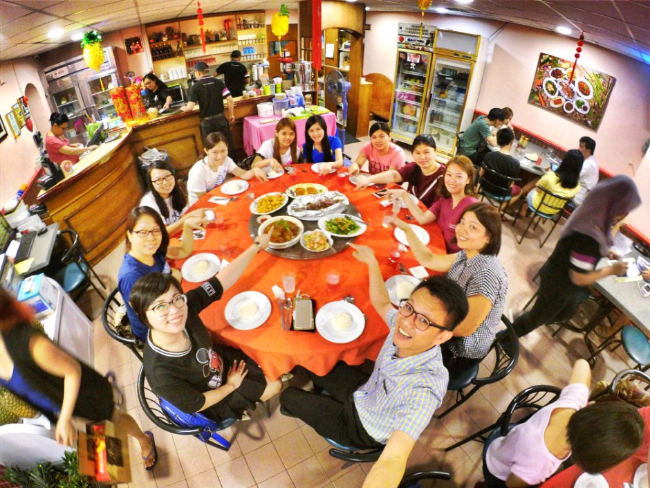 chinese-new-year-2017-malaysia-johor-batu-pahat-family-care-dental-surgery-dental-care-new-year-startup-dinner-at-daddy-village-raymond-ong-effye-ang-effye-media-online-advertising-web-dev-a04