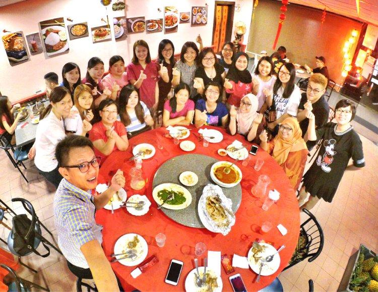 chinese-new-year-2017-malaysia-johor-batu-pahat-family-care-dental-surgery-dental-care-new-year-startup-dinner-at-daddy-village-raymond-ong-effye-ang-effye-media-online-advertising-web-dev-a05