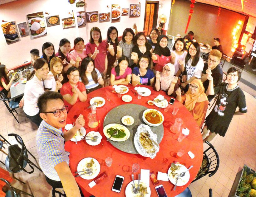 chinese-new-year-2017-malaysia-johor-batu-pahat-family-care-dental-surgery-dental-care-new-year-startup-dinner-at-daddy-village-raymond-ong-effye-ang-effye-media-online-advertising-web-dev-a05
