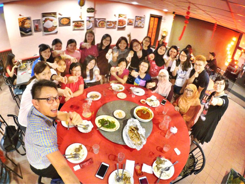 chinese-new-year-2017-malaysia-johor-batu-pahat-family-care-dental-surgery-dental-care-new-year-startup-dinner-at-daddy-village-raymond-ong-effye-ang-effye-media-online-advertising-web-dev-a06