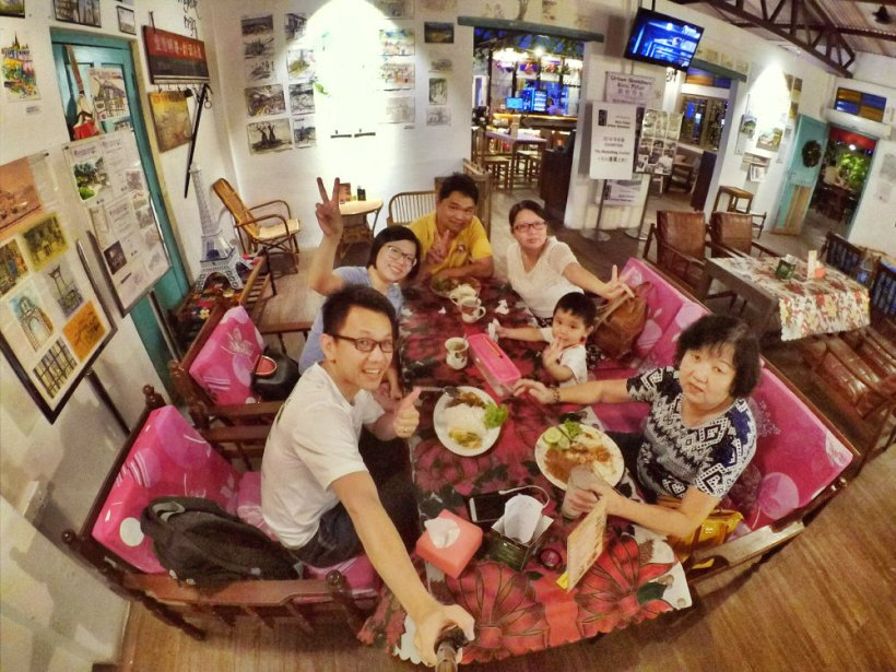 Dinner at Roundabout Kopitiam Cafe Batu Pahat Johor Malaysia Raymond Ong Effye Ang Effye Media Online Advertising Website Development Johor Msia A04