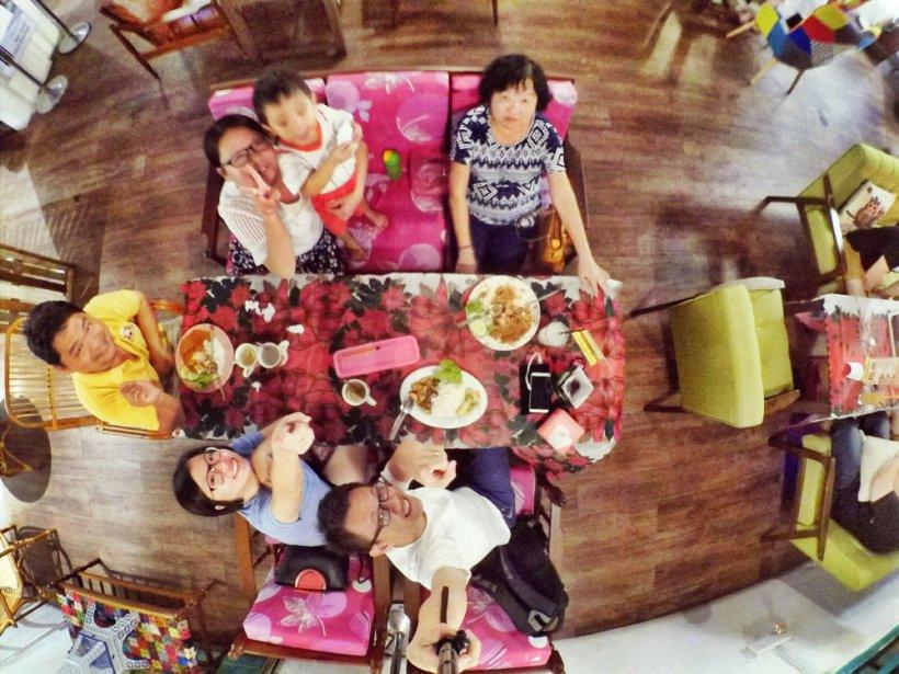 Dinner at Roundabout Kopitiam Cafe Batu Pahat Johor Malaysia Raymond Ong Effye Ang Effye Media Online Advertising Website Development Johor Msia A05
