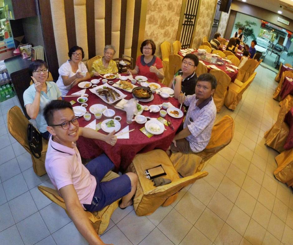 三代人一起的晚餐 Raymond Ong Effye Ang.jpg