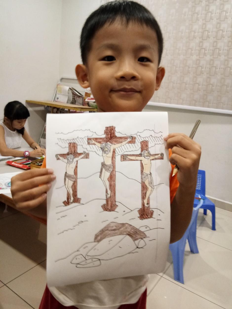 苏雅喜乐堂 里 崇拜时的儿童班 各各他 山上 的 三个十字架 耶稣与强盗 A03