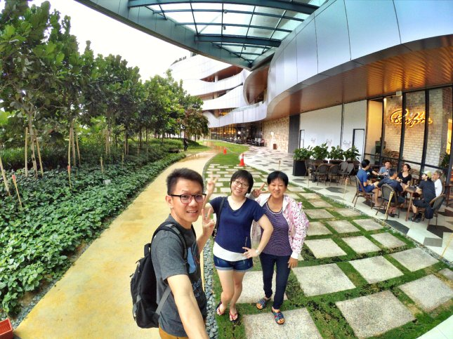 Raymond Ong and Effye Ang walk around with Mum Ng Siok Gek in Malaysia 和妈妈逛街 A12