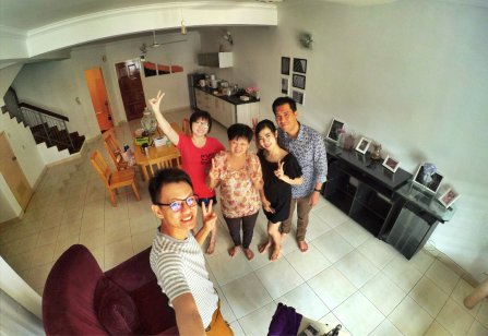Raymond Ong and Effye Ang walk around with Mum Ng Siok Gek in Malaysia 和妈妈逛街 A15