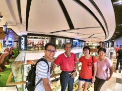Raymond Ong and Effye Ang walk around with Mum Ng Siok Gek Regiustea Cafe in Malaysia 和妈妈逛街 A29
