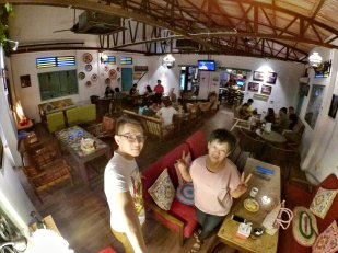 Raymond Ong and Effye Ang walk around with Mum Ng Siok Gek Roundabout Cafe N Bistro Batu Pahat Johor in Malaysia 和妈妈逛街 A35