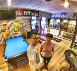 Raymond Ong and Effye Ang walk around with Mum Ng Siok Gek Roundabout Cafe N Bistro Batu Pahat Johor in Malaysia 和妈妈逛街 A36