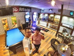 Raymond Ong and Effye Ang walk around with Mum Ng Siok Gek Roundabout Cafe N Bistro Batu Pahat Johor in Malaysia 和妈妈逛街 A37